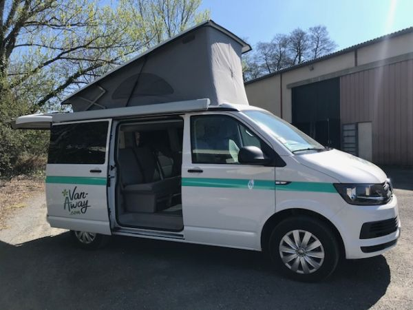 Volkswagen California Beach T6 blanc 7 places 150cv - DSG7  47500€ - Bordeaux
